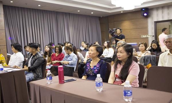 Khán giả đến thưởng thức Tiếng Hát SHZ