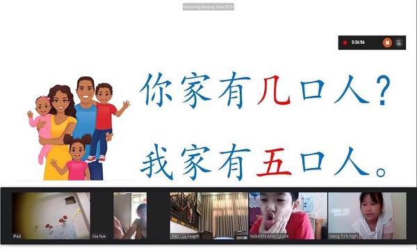 Các bạn thiếu nhi đang tham gia học tiếng Hoa online